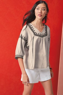 Полосатая блузка с вышивкой
