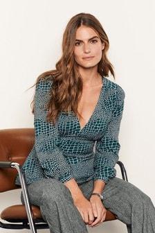Блузка с длинным рукавом и треугольным вырезом
