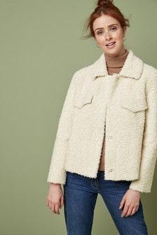 Короткая куртка на подкладке «под овчину»