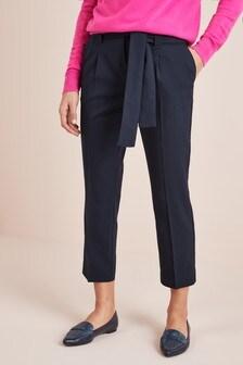 Taps toelopende broek met riem