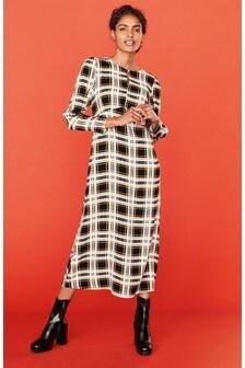 Платье миди с пышными рукавами и вырезом «замочная скважина»
