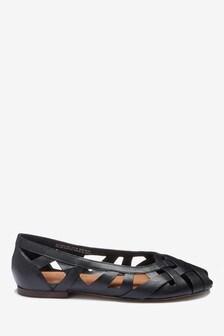Кожаные туфли с вырезами