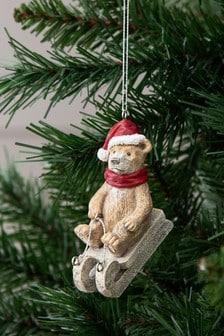 Бежевая елочная игрушка с медведем Barnaby на лыжах