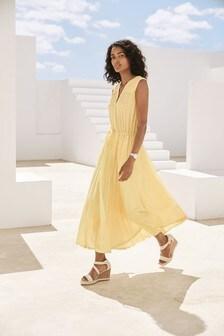 فستان متوسط الطول بطيات