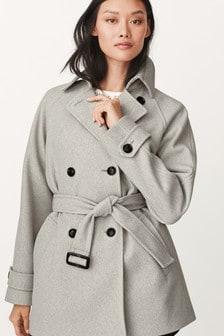 Короткое пальто с поясом