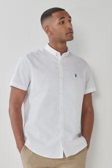 חולצת סטרץ' מכופתרת עם שרוולים קצרים בגזרה רגילה
