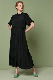 Платье с рюшами у горловины