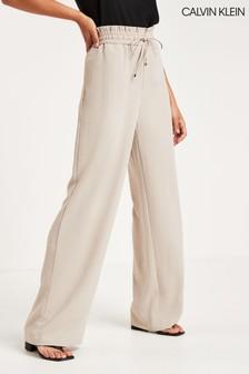 מכנסיים בגזרה רחבה של Calvin Klein בחום-אפור