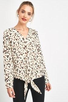 Блузка с завязанным спереди узлом