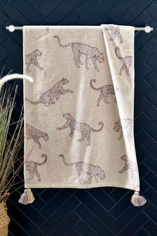 מגבת עם הדפס נמרים