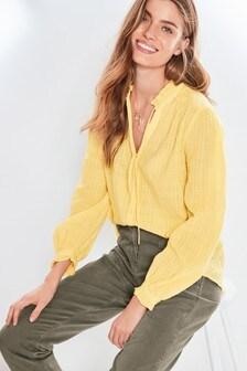 Рубашка без застежек с оборками вдоль выреза