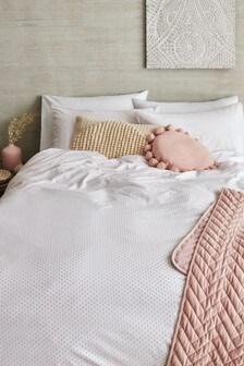 Teksturowany komplet pościeli w drobne kropki ze 100% bawełny: poszwa na kołdrę i poszewki na poduszki