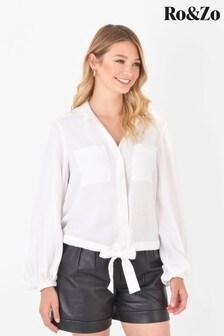 חולצה של Ro&Zo בלבן עם סיומת נקשרת