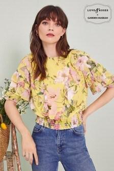 חולצה של Love & Roses עם מלמלה וכיווצים בשוליים