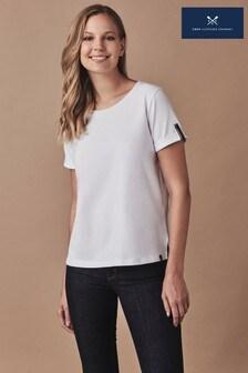 חולצת טיEden לבנהשלCrew Clothing Company