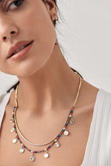 Mehrlagige Halskette aus farbigen Perlen