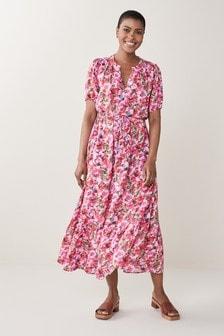 Платье с принтом и поясом