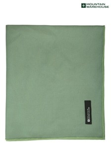 מגבת ענקית נמתחת של Mountain Warehouse - במידות של 150 x 85ס״מ