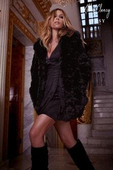 Kabát Abbey Clancy x Lipsy z umelej kožušiny s textúrou