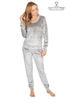 Want That Trend Crushed Velvet Pyjamas