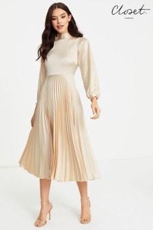 Vestido de cuello alto con diseño plisado de Closet