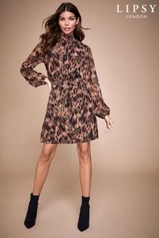 שמלת מיני מעוטרת עם צוואר גבוה של Lipsy