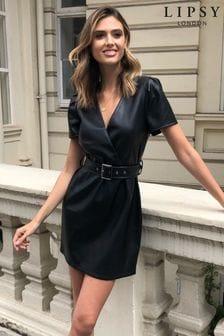 Koženkové šaty s opaskom Lipsy