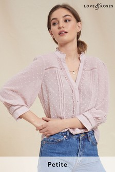 חולצה במרקם מנוקד של Love & Roses למידות פטיט עם גימורי תחרה