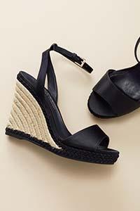 סנדלים ונעלי פלטפורמה
