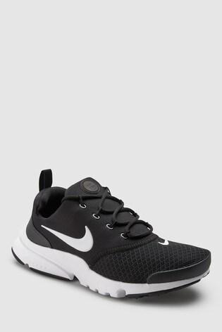 4a32078ef اشتر حذاء رياضي أسود Presto Fly Youth من Nike من Next السعودية
