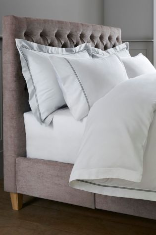 Charming White 600 Thread Count Cotton Sateen Collection Luxe Bed Set