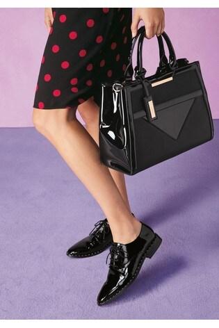 Čierna lakovaná - Pohodlné kožené šnurovacie topánky s cvočkami Signature  ... 1c043cec121